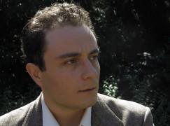 L'attore reggino Alessio Praticò nei panni del filosofo Remo Cantoni
