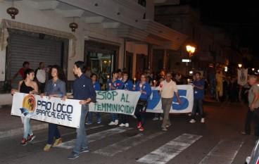 Grande partecipazione alla fiaccolata per le vittime di femminicidio a Brancaleone (RC)
