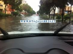 Forti piogge e temporali in Calabria, disagi sulla SS 18