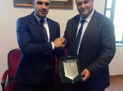 Locri (RC), premiato con targa ricordo l'atleta locrese Cosimo Panetta
