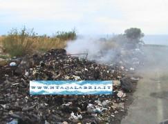 Montebello Jonico (Rc), in fiamme la spazzatura