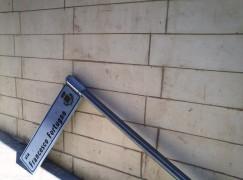 Melito di Porto Salvo (RC), tabella Via intitolata a Fortugno in stato d'abbandono