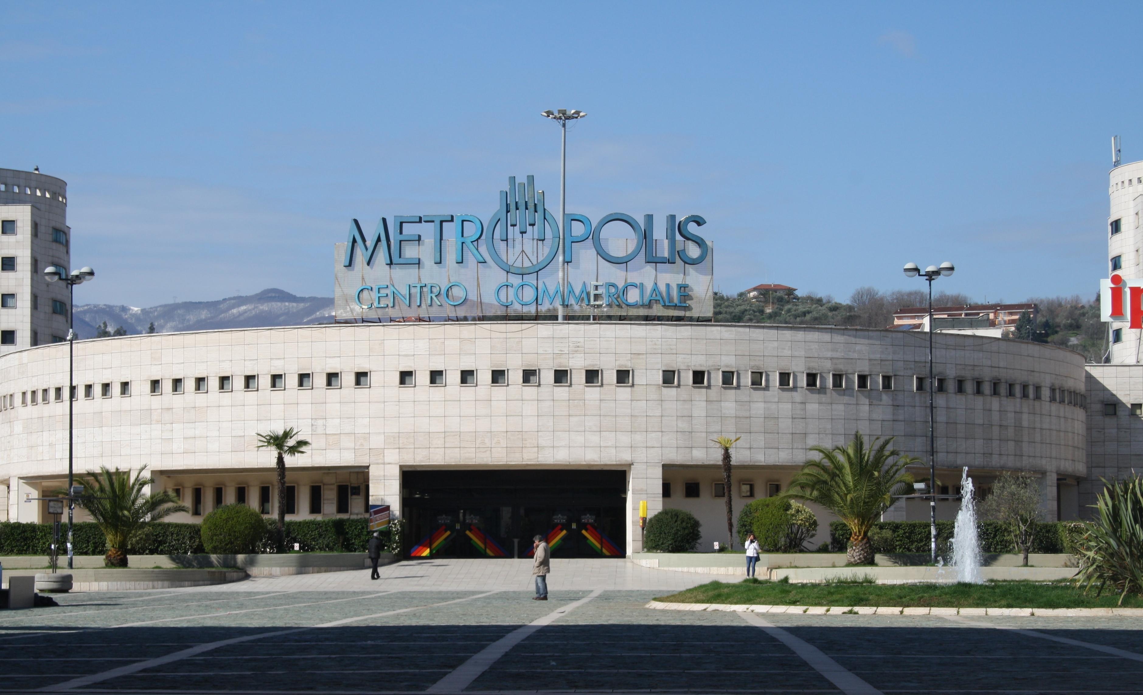 Rende il centro commerciale metropolis apre nuovi negozi for Negozi arredamento cosenza