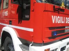 Reggio Calabria, vasto incendio nel deposito delle Ferrovie