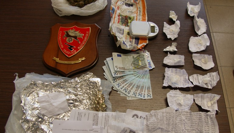 Droga, due arresti per detenzione illegale nel reggino