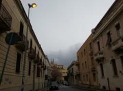 Reggio Calabria, luce in centro accesa anche di giorno