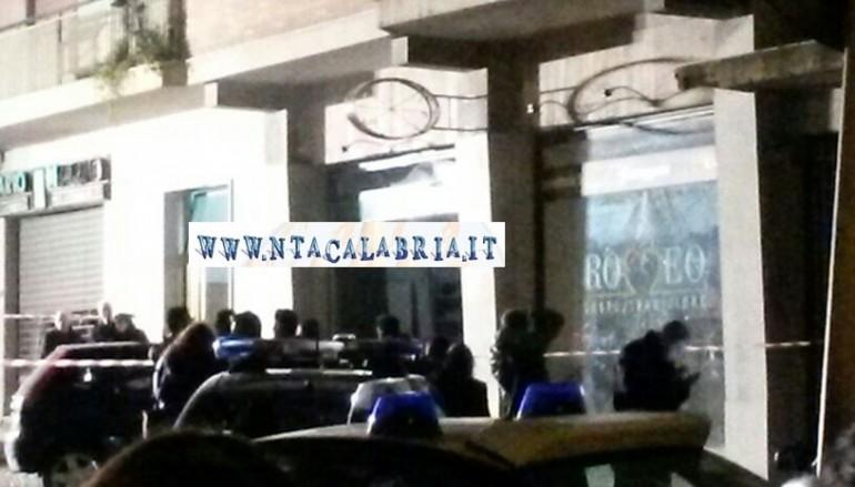 Esplosione violenta in un negozio in pieno centro a Reggio Calabria