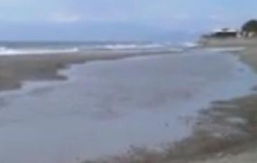 "San Lorenzo Marina, dopo la mareggiata spuntano i ""laghetti"""