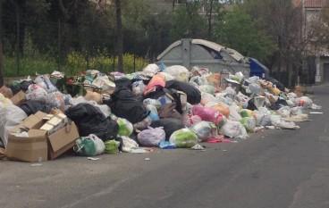 Bova Marina, i rifiuti continuano ad essere raccolti