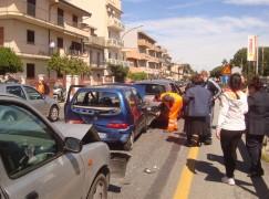 Lazzaro, ennesimo incidente con due feriti lievi sulla Ss 106