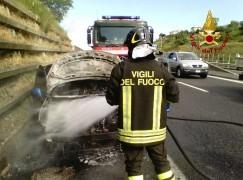 Auto in fiamme sulla SS 280
