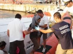 Nave con migrati sbarcata a Reggio Calabria