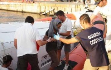 Reggio Calabria, sbarcata al porto nave con migranti