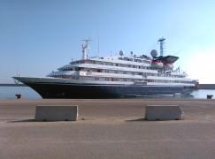 La nave da crociera Corinthia ha attraccato al porto di Crotone