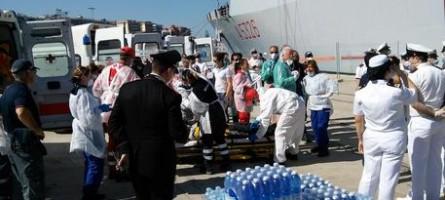 Reggio Calabria, sbarcata nave con migranti