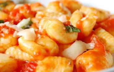 Gnocchi con pomodori e ricotta