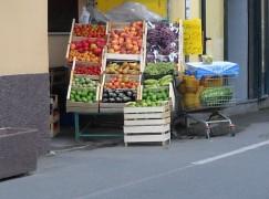 Allarme cancerogeno per l'esposizione di frutta e verdura sulle strade