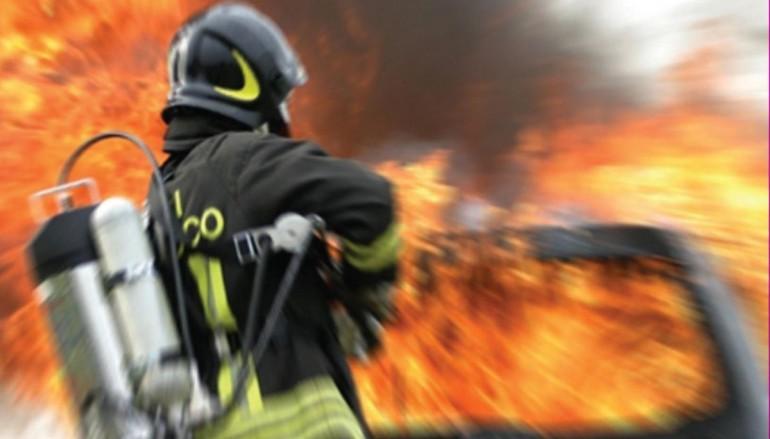Incendio nel quartiere Santa Lucia, evacuate 14 persone