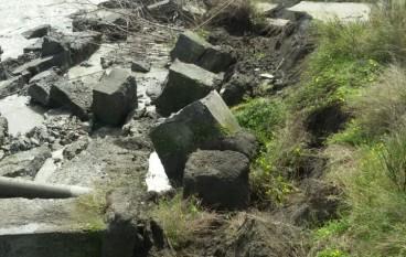 Chorio di San Lorenzo, il muro e' crollato. Campo a rischio