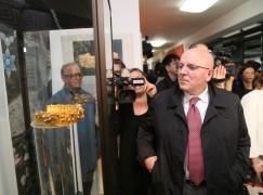 Crotone, Oliverio all'inaugurazione mostra Michele Affidato