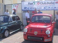 """Melito, sesta edizione del raduno delle """"vecchie"""" Fiat 500"""