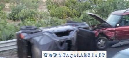 Pellaro (Rc), altro incidente stradale. Auto ribaltata