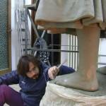 wpid-lartista-achille-cofano-durante-la-realizzazione-del-monumento-al-pescatore.jpg.jpeg