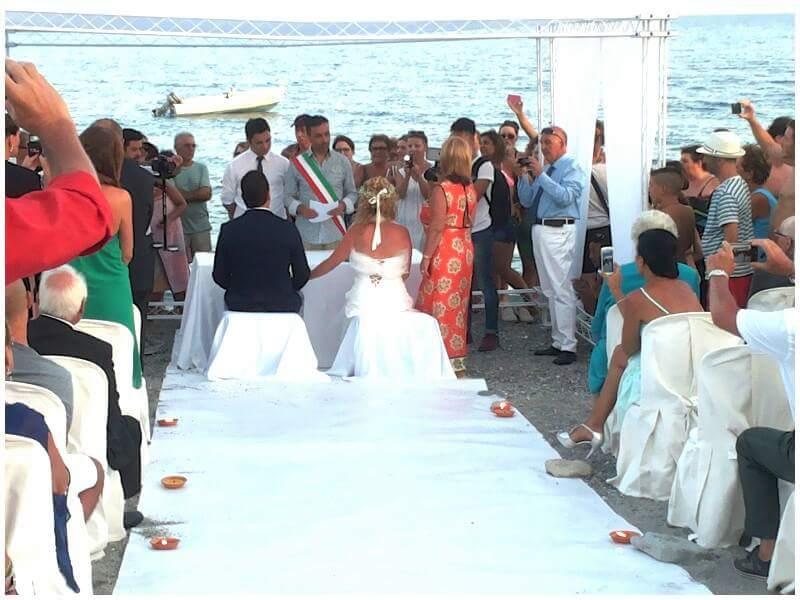 Matrimonio In Spiaggia Calabria : Palizzi matrimonio da favola in riva al mare ntacalabria