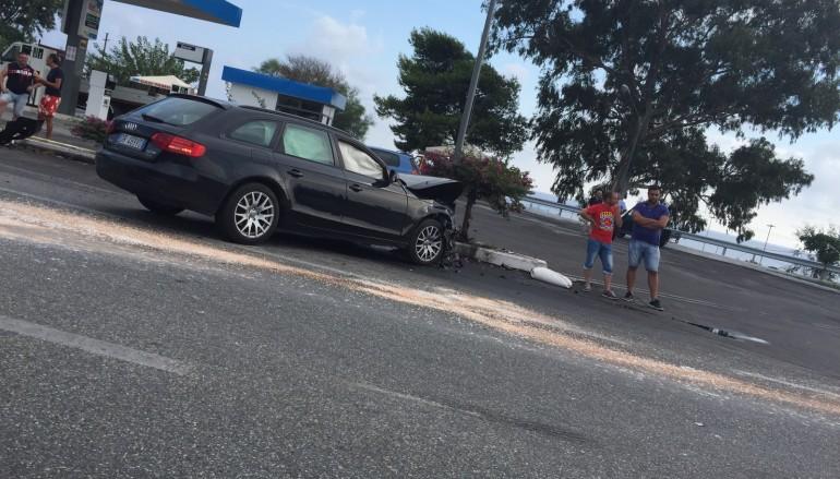 Incidente nei pressi del bivio di Caracciolino sulla SS 106