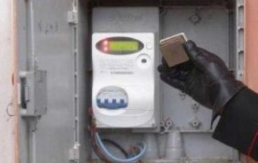 Montebello, posiziona magnete su contatore Enel: arrestato