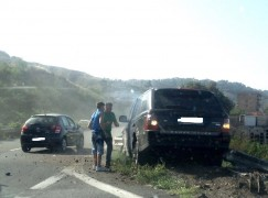 Incidente su A3, uomo colto da malore va a sbattere contro guardrail
