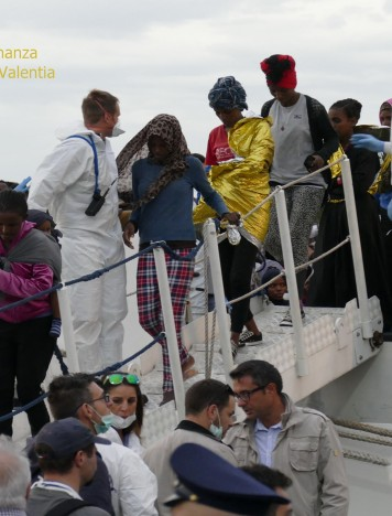 Reggio Calabria, arrivata nave con 332 migranti