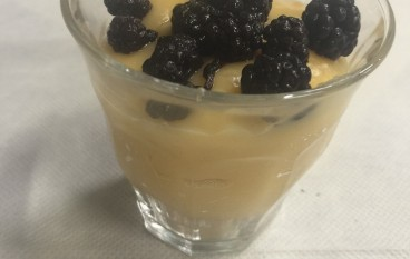 Zabaione al rum con frutti di bosco