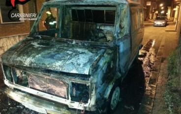 Rosarno, cittadini bulgari danno fuoco a un furgone: fermati