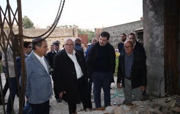 """Oliverio visita i magazzini distrutti dell'azienda agricola """"A Lampara"""""""