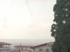 Foto-notizia: tromba d'aria a Saline Joniche
