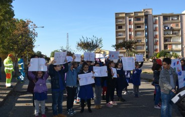 Isola Capo Rizzuto, marcia silenziosa per le vittime di Parigi