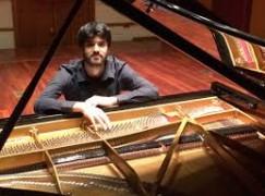 A Gioia Tauro l'esibizione del pianista Luigi Carroccia