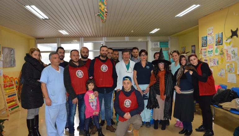 """A Lamezia Casapound regala giocattoli ai bimbi dell'ospedale """"Giovanni Paolo II"""""""