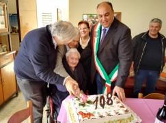 Locri, l'Amministrazione festeggia i 108 anni di Rosa Caroleo