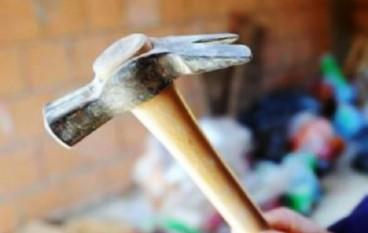 Gioia Tauro, automobilista aggredito da uomo con martello