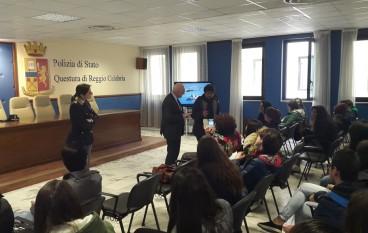 """Gli studenti del Liceo """"Tommaso Gullì"""" in visita in Questura"""