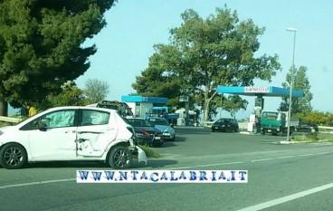 Incidente davanti bivio Caracciolino sulla SS 106: FOTO