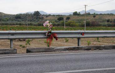 Auto contro tir sulla SS 106, muore intera famiglia