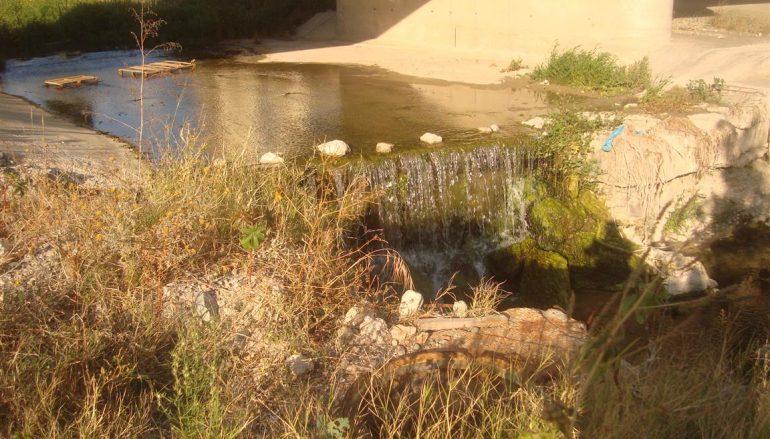 Lazzaro, scarichi fognari nel torrente Oliveto: situazione insopportabile