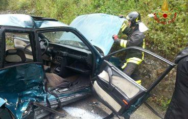 Belcastro, donna incastrata dopo scontro tra due auto