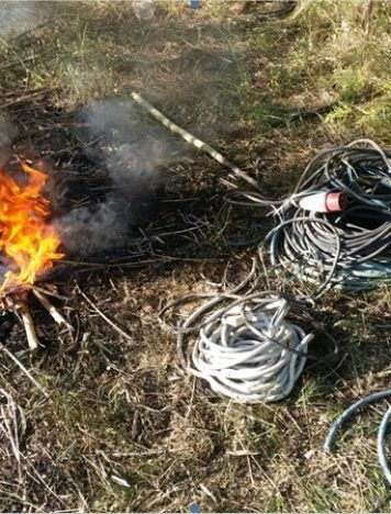 San Ferdinando, brucia cavi per estrarre rame: arrestato