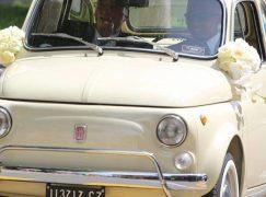 Samuel Eto'o si sposa a bordo di una Fiat 500 targata Catanzaro