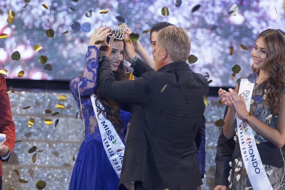 Finale di Miss Mondo a Gallipoli, incoronata la calabrese Giada Tropea