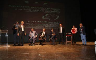 """A Reggio Mario Oliverio ha illustrato i """"Patti per la Calabria"""""""